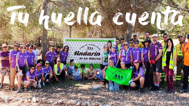 Andarines de La Alberca en la Cresta del Gallo apoyando la campaña tu huella cuenta día mundial del medio ambiente.